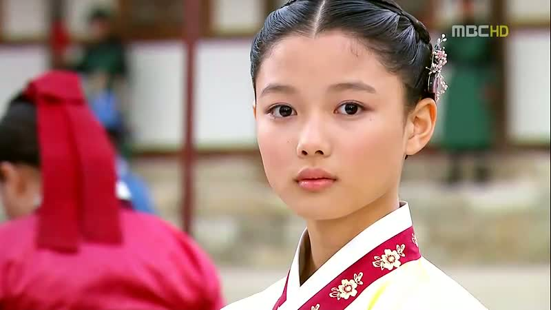 moon-that-embraces-the-sun-kim-yoo-jung